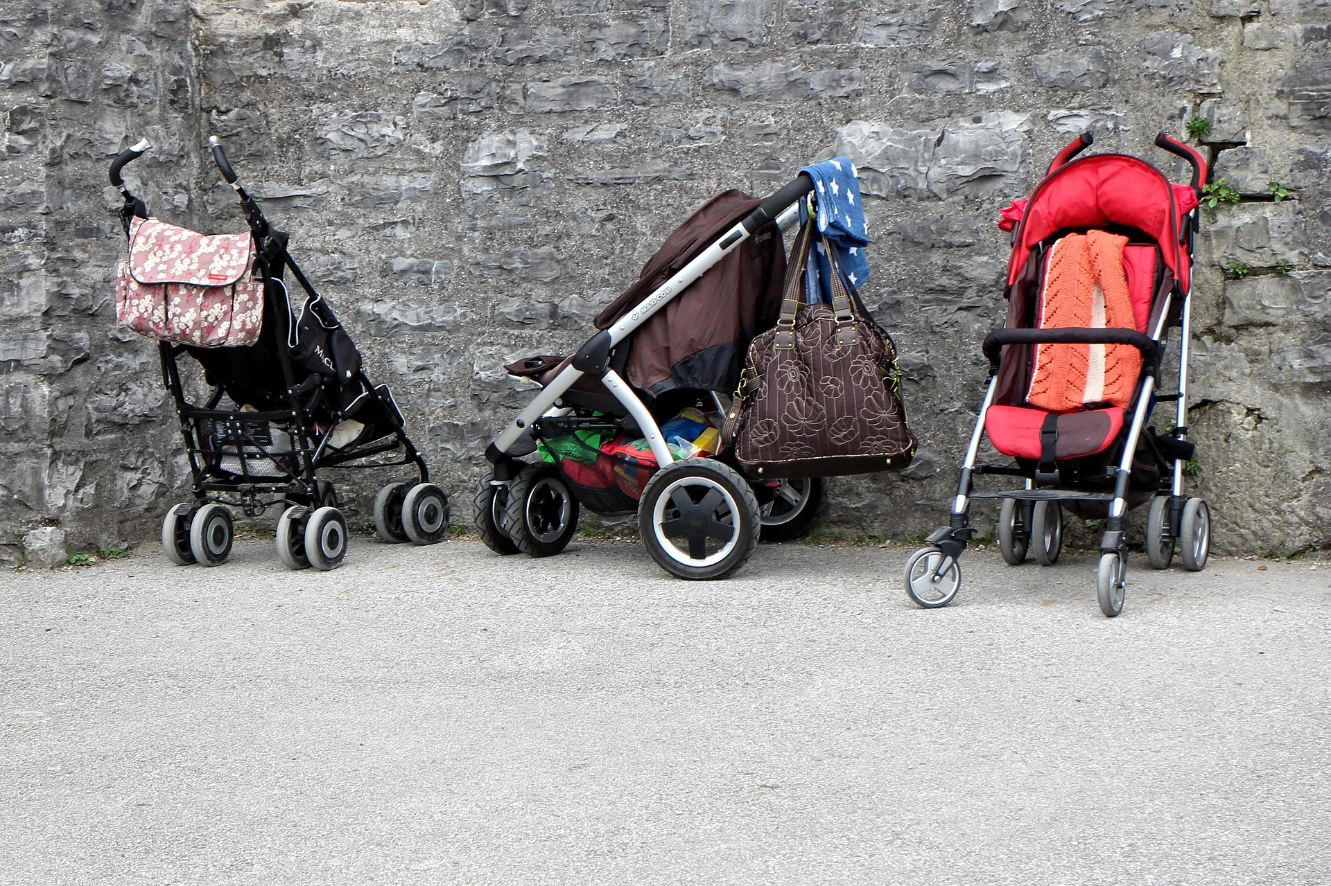 ¿Mochila portabebés o carrito?