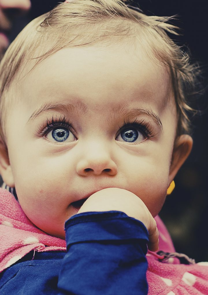 Las etapas del desarrollo de la visión en los bebés