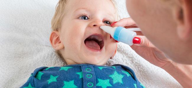 ¿Cómo se debe realizar el lavado nasal a un bebé?